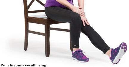 mulher alongamento muscular